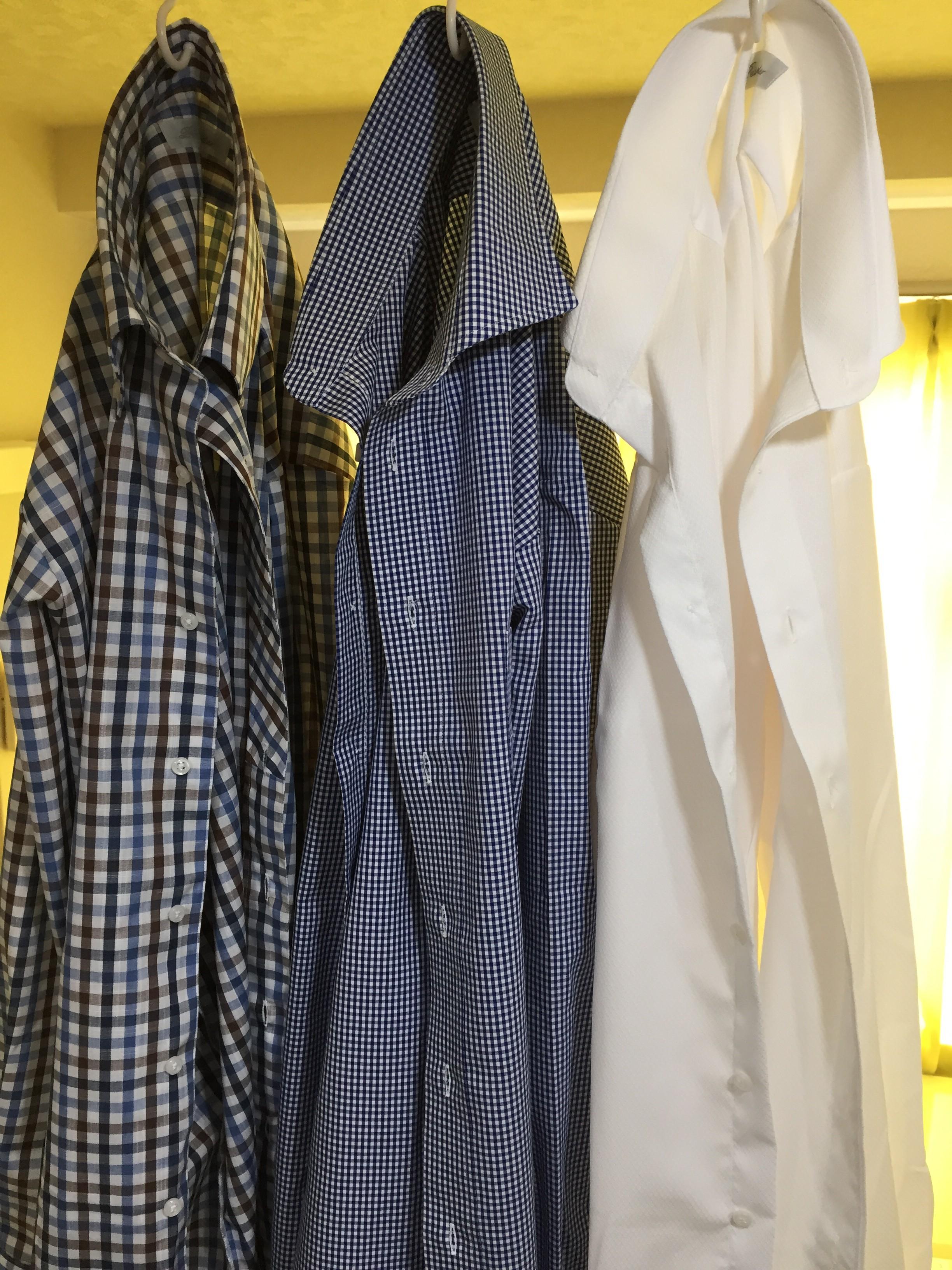 ドレスシャツのエリのキーパーは外して洗いましょう!