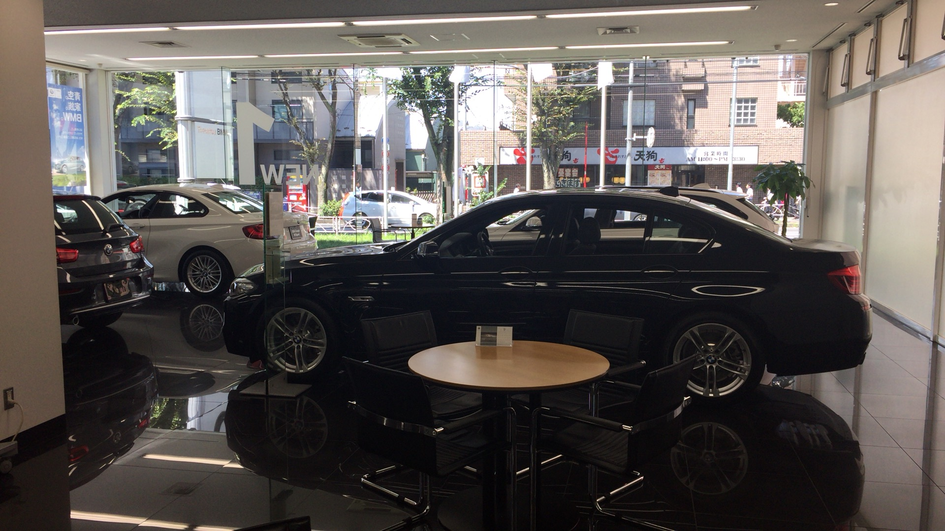 スペックで語らないクルマ - BMW –