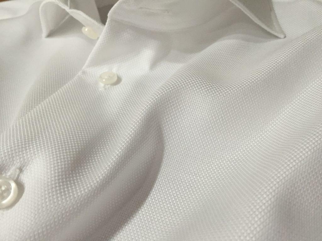 夏に使いやすいシャツ素材は?
