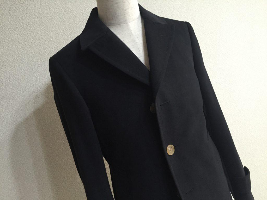 そんなに寒くない時に着るコートはあると非常に便利です