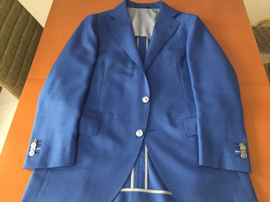 スーツの上着とジャケット単品では、ちょっとシルエットが違うのです