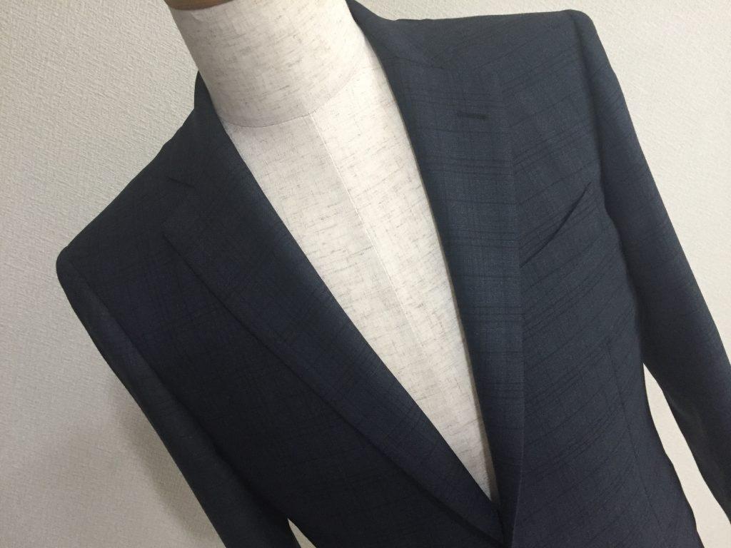 バランスの良いチェック柄のスーツはビジネスで使いやすい