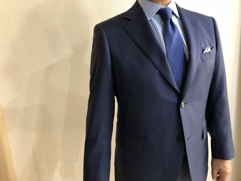 ビジネスパーソンがスーツを着る、この意味は何なのか?