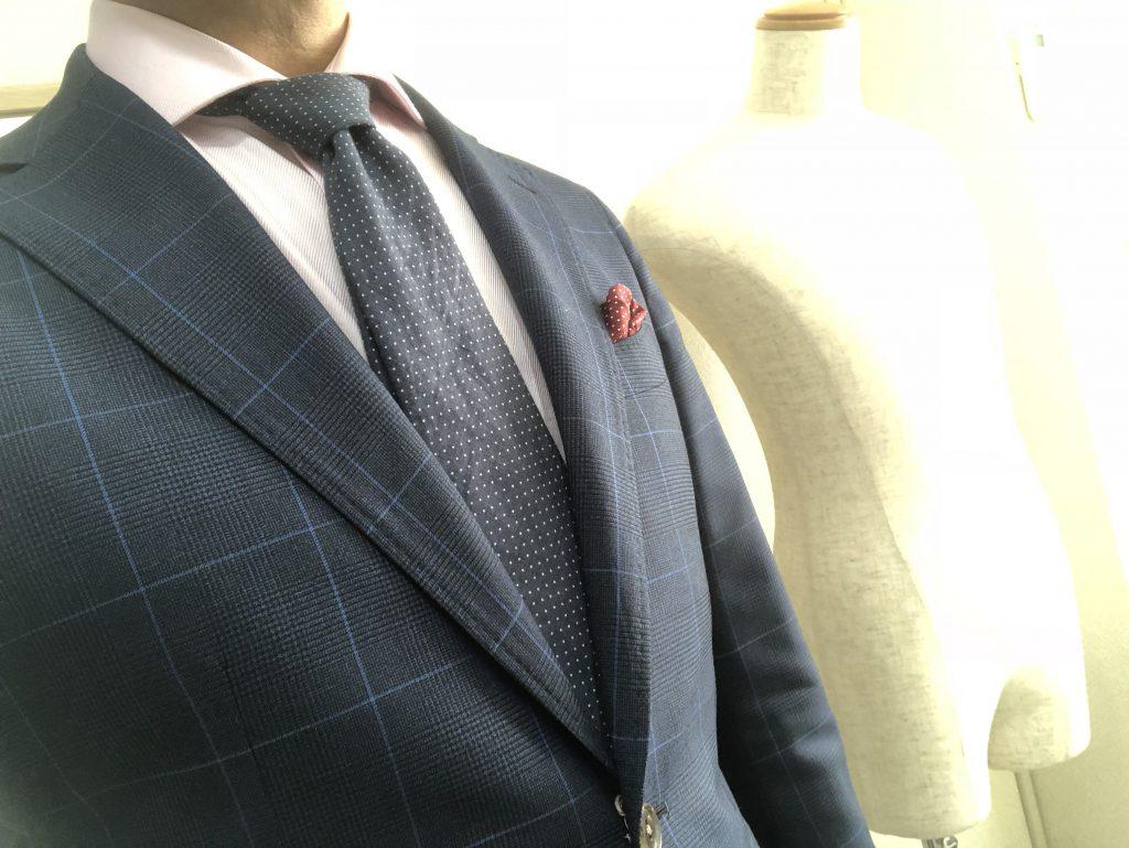 クールビズでもネクタイをする時は結び目に一工夫をしてみましょう