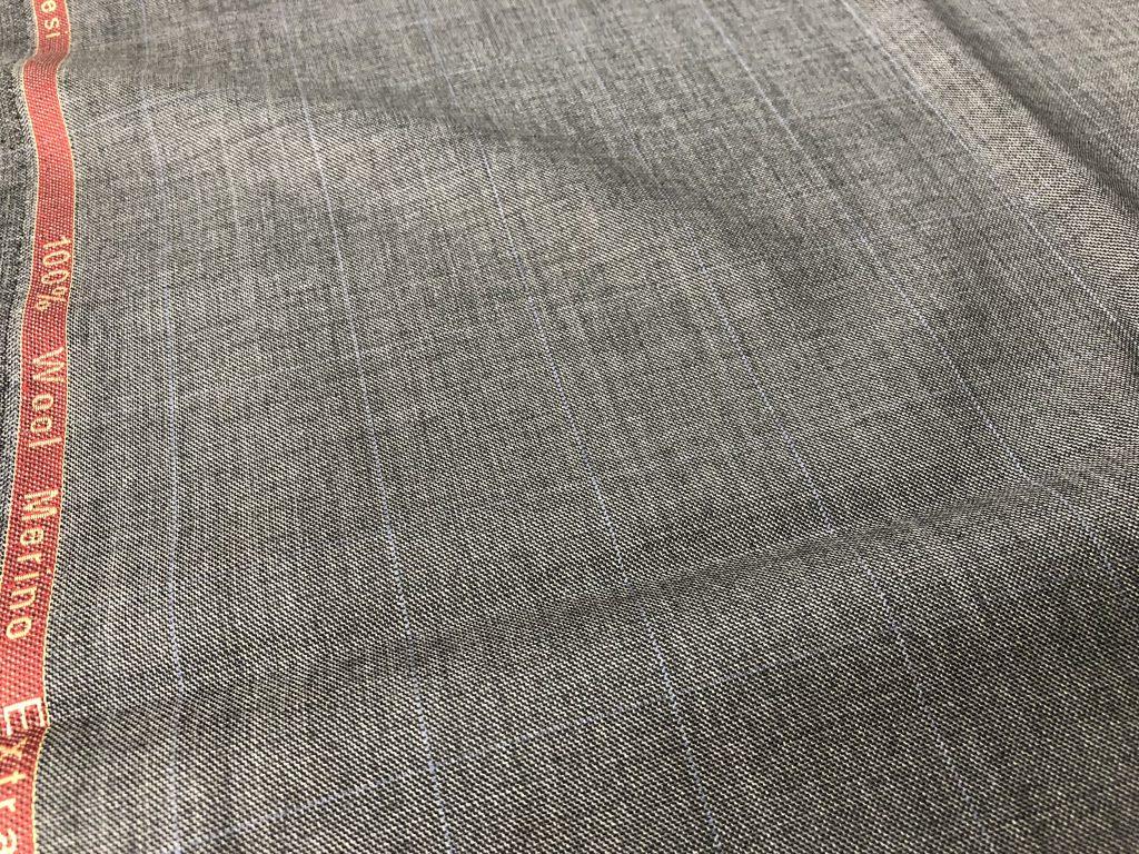 質問です。今スーツを作りたいのですが、どんな生地を選べばいいんですか?