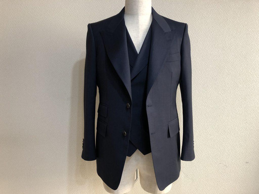 色気のあるスーツ ただのスーツでは物足りない人の為の一着