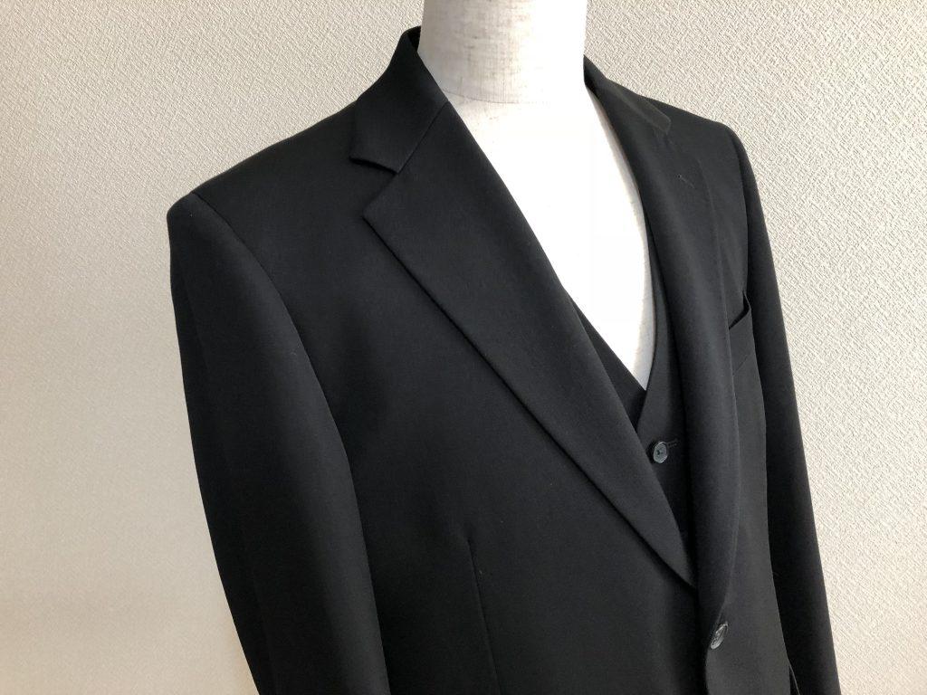 礼服(フォーマル)の黒と黒いスーツの違いとは何か?