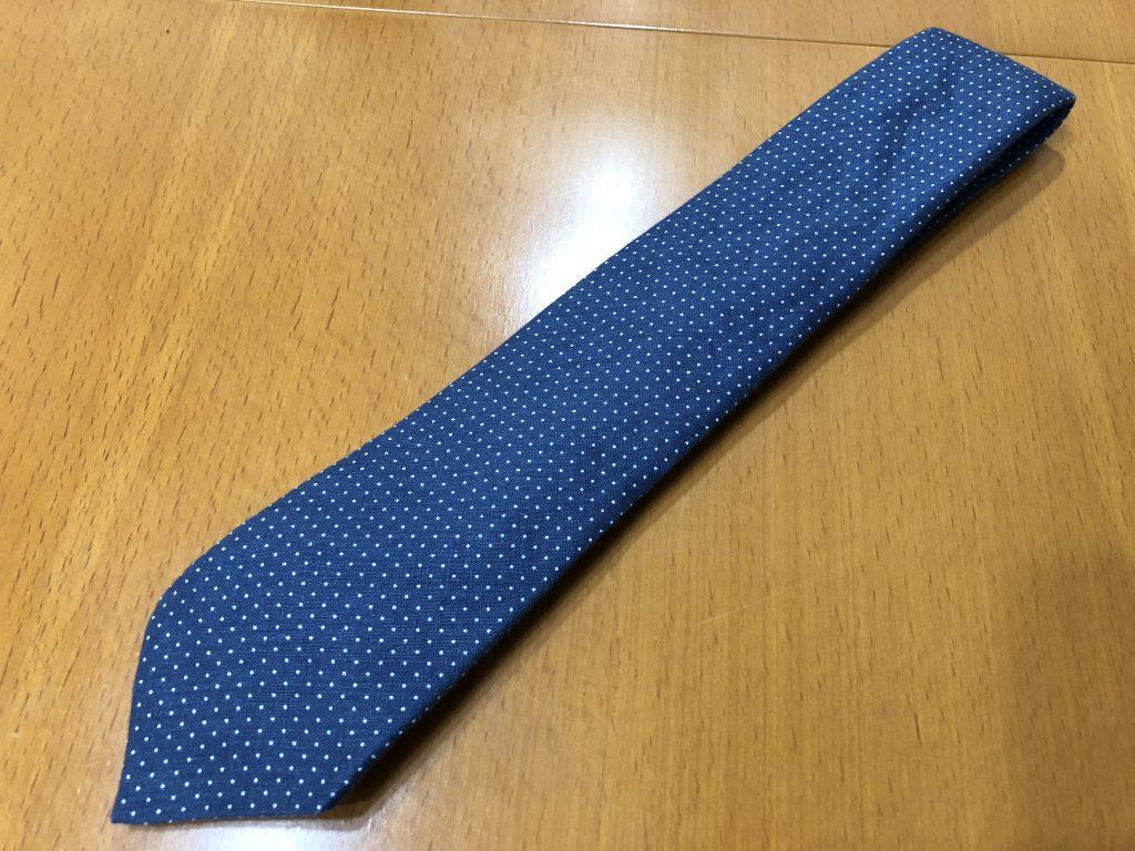 出張先にネクタイを持っていく時にシワを付けない方法