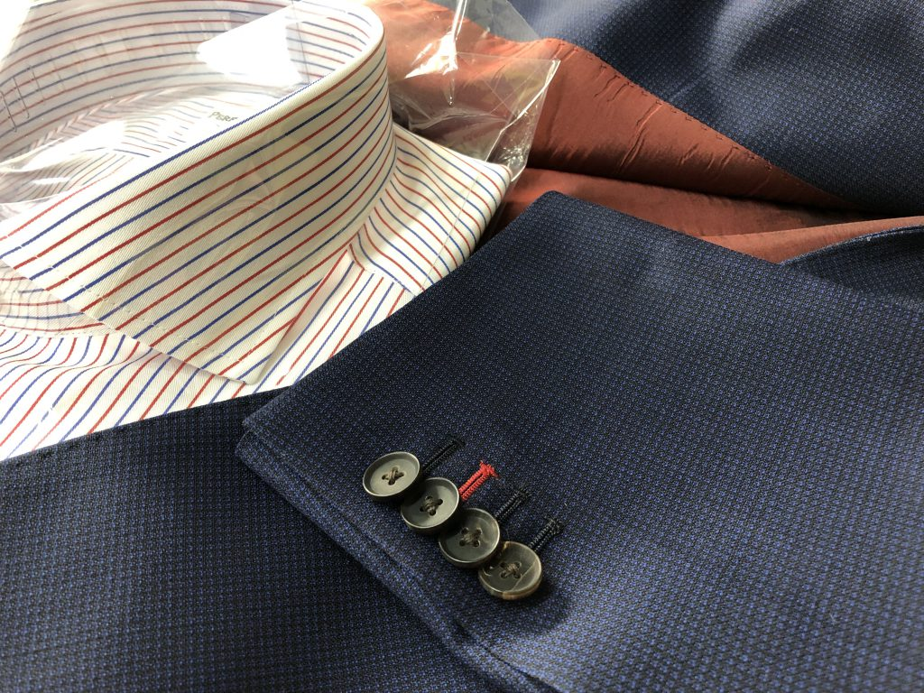 スーツスタイルのコーディネートの基本に色を拾うという考え方があります