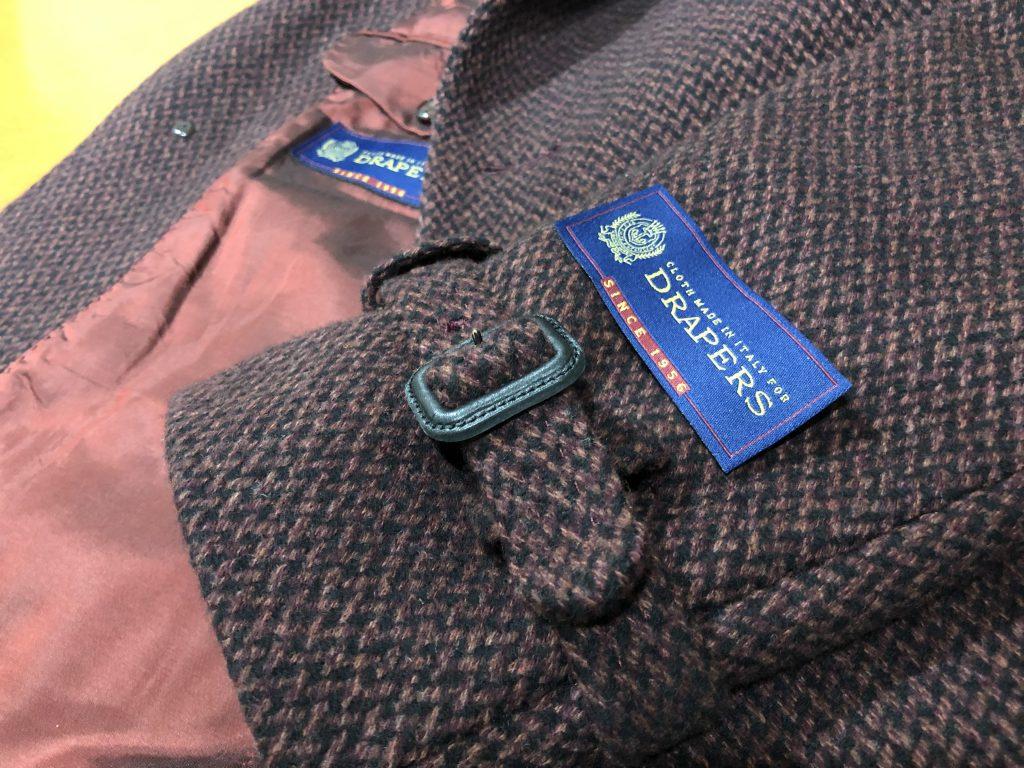 【緊急拡散希望】コートの袖についている織りネーム(タグ)は取り外しましょう!